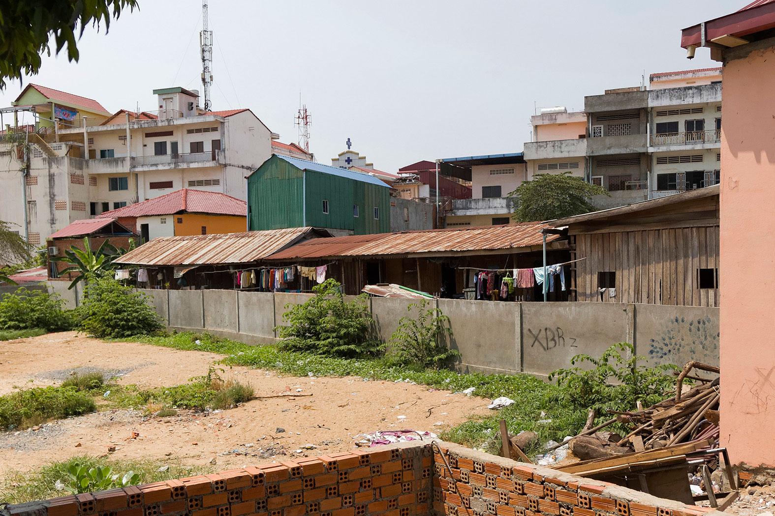 slum-in-Phnom-Penh---cambodia025