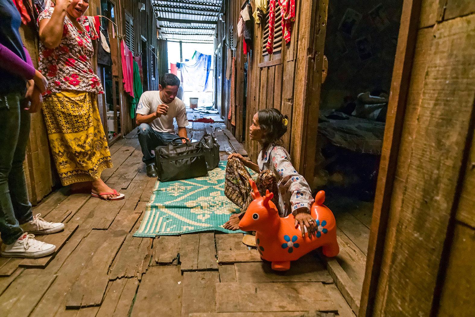 slum-in-Phnom-Penh---cambodia026