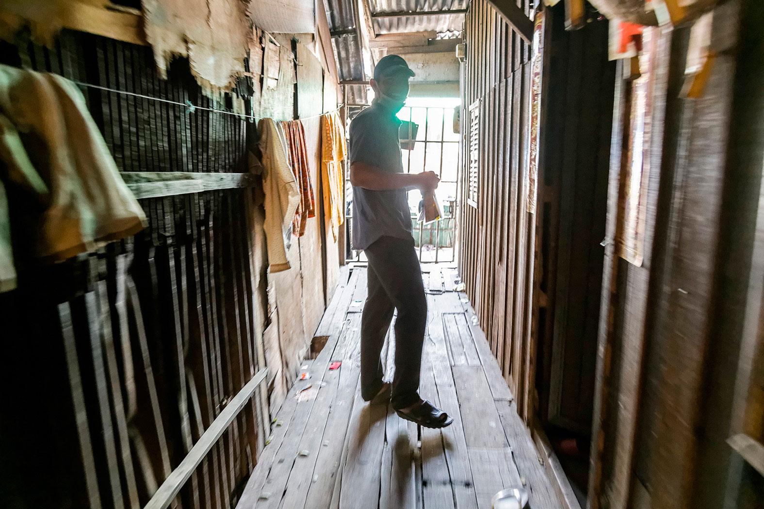 slum-in-Phnom-Penh---cambodia035
